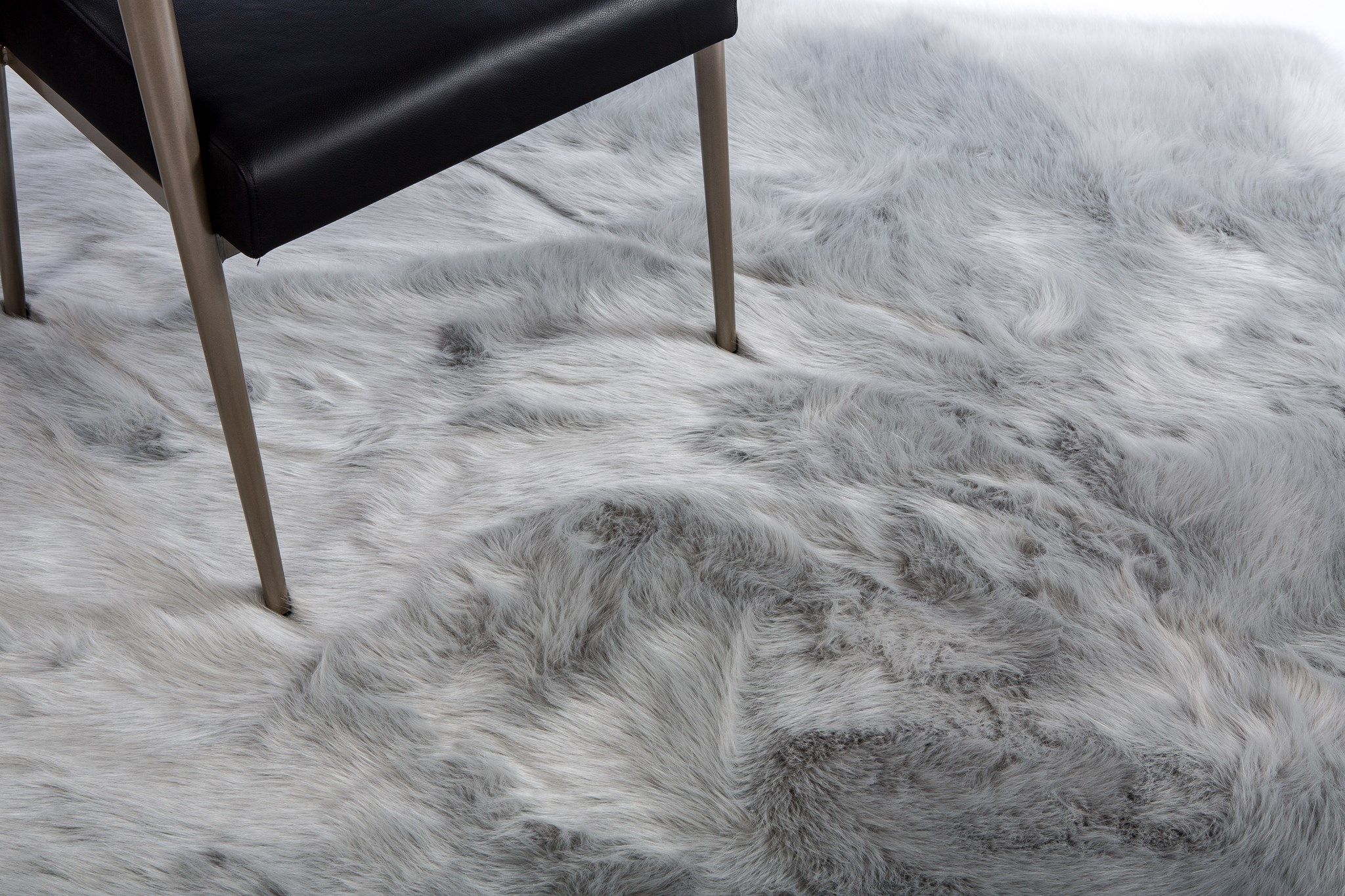 Faux Fox Rug: 6'x9' Sterling