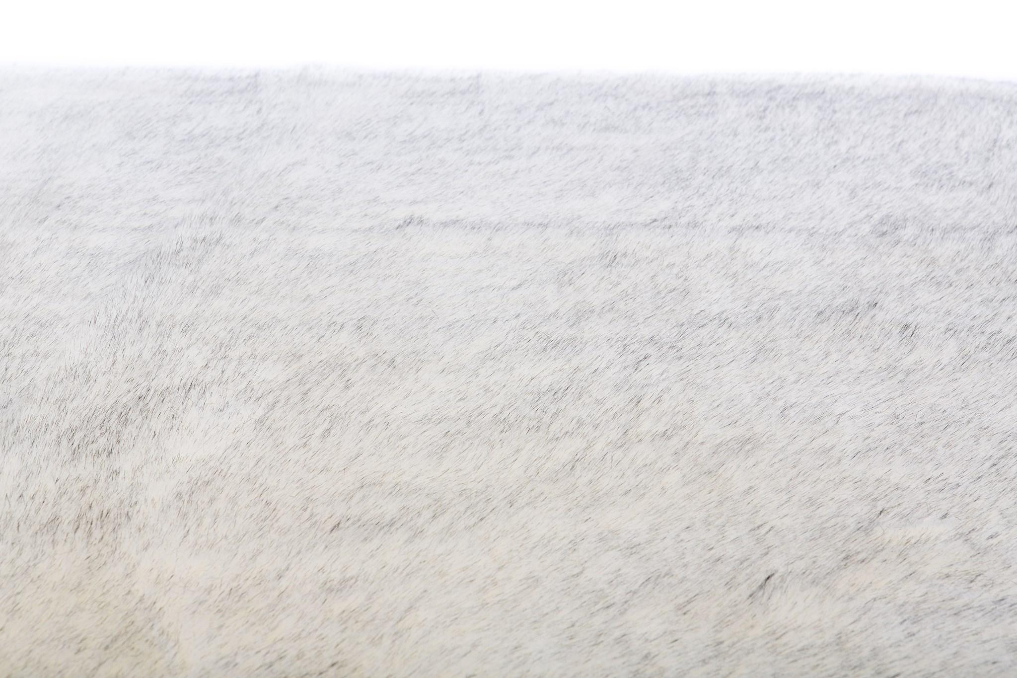 Faux Fox Rug: 6'x9' White w/ Black Tips