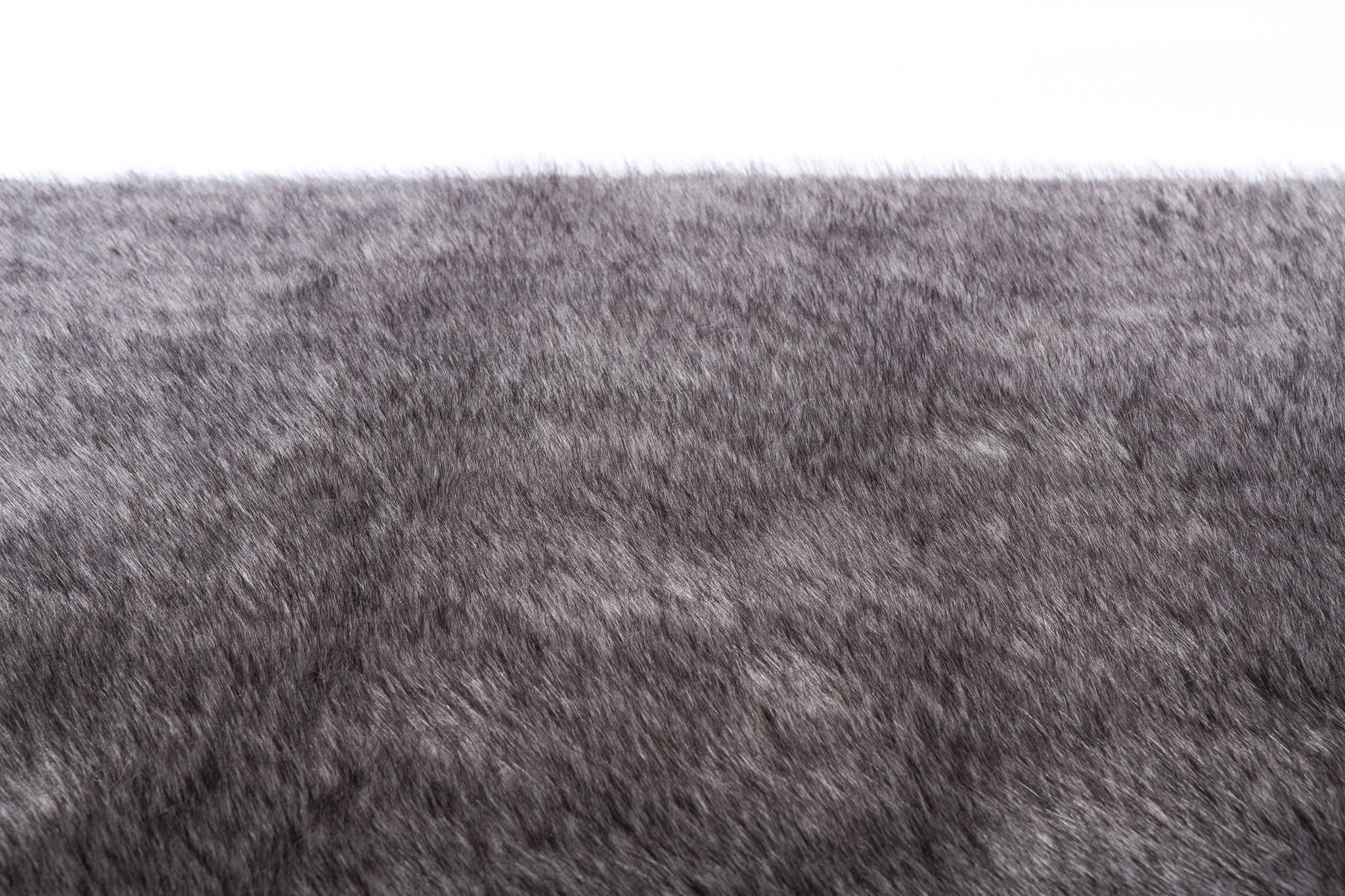 Faux Fox Rug: 6'x9' Silver Fox