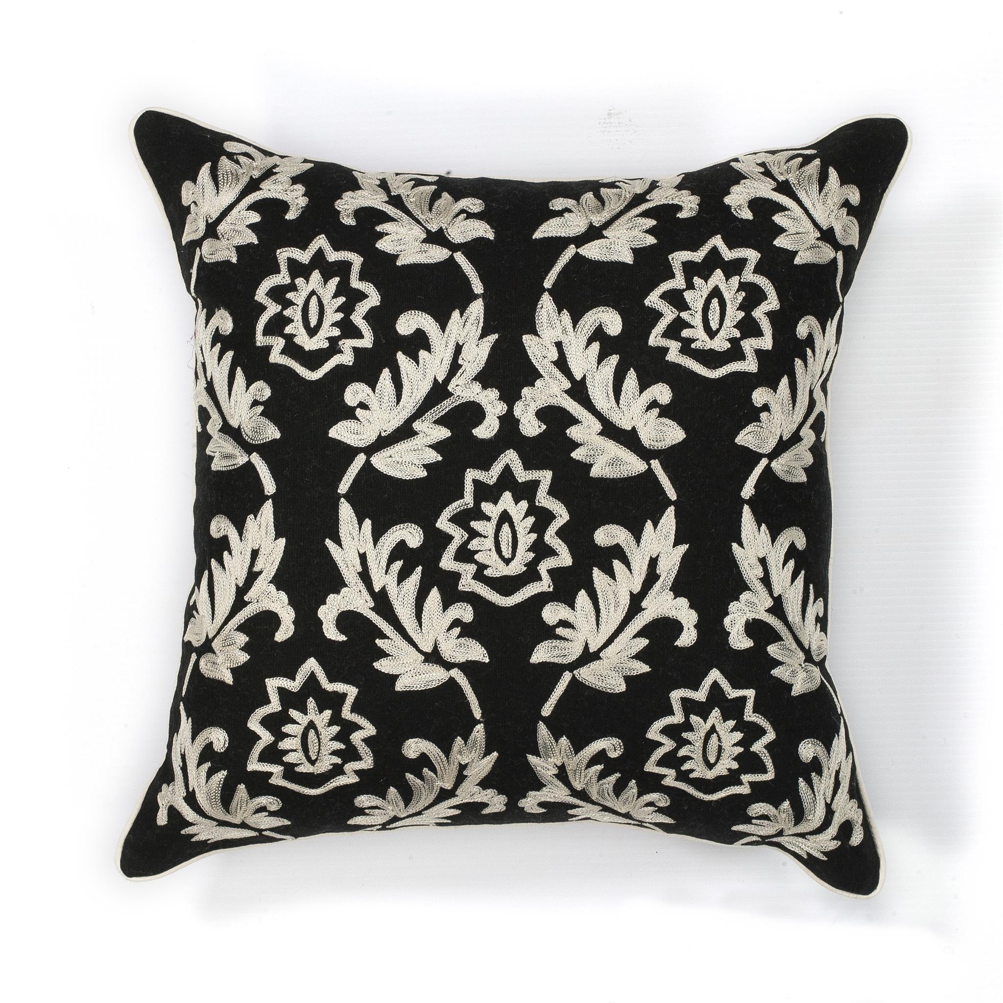 L118 Black/White Finesse Pillow